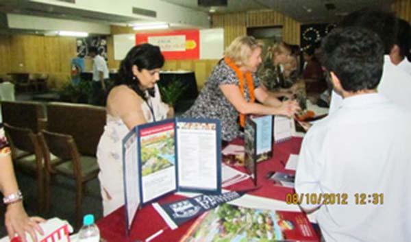 Student interacting with University representatives