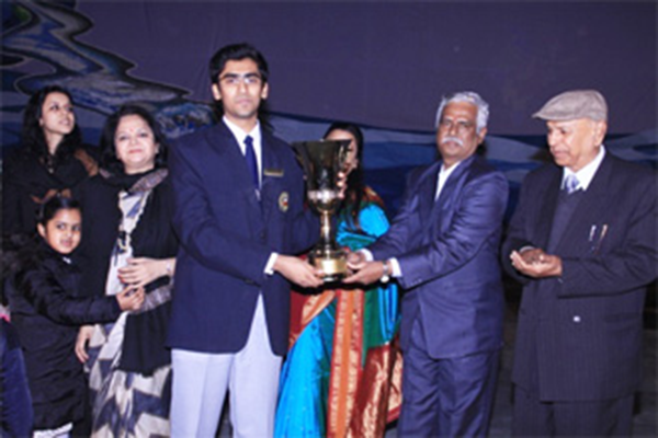 Student receiving annual day award